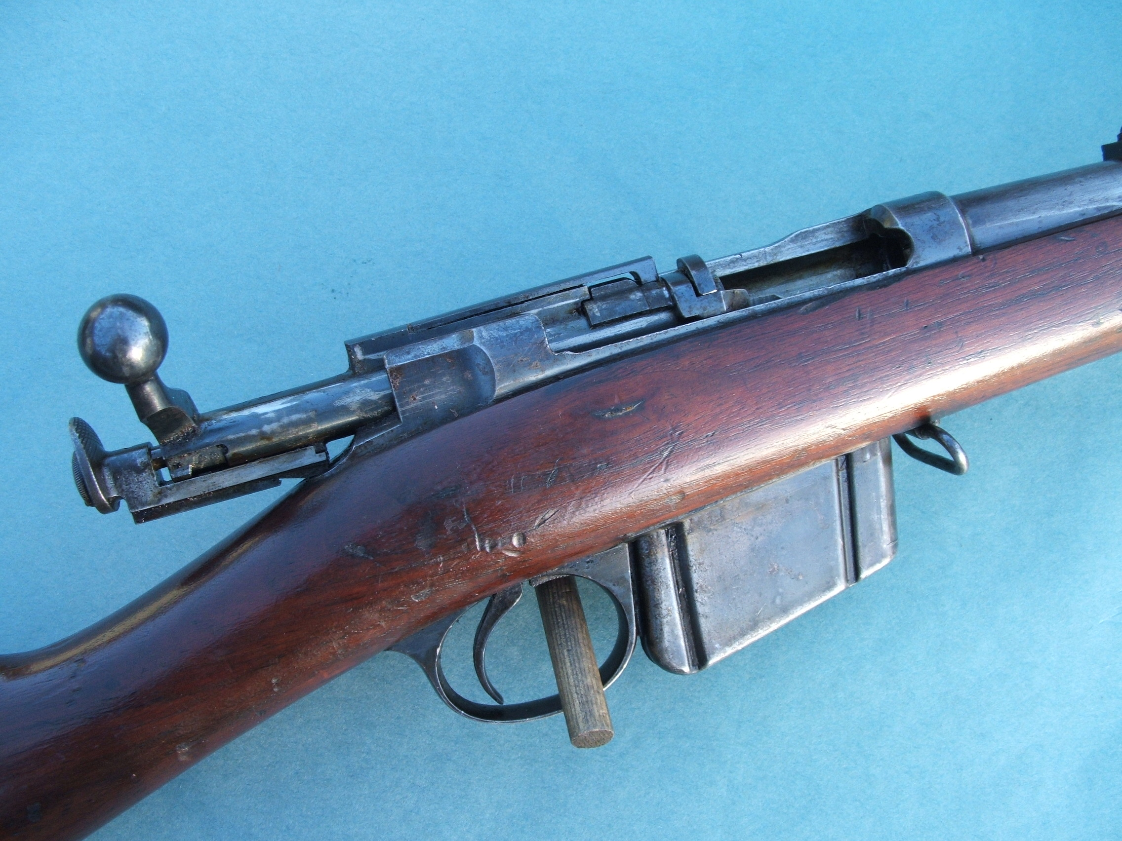 Lee Navy Rifle http://www.byswordandmusket.co.uk/past-sales/rifles-requiring-a-firearms-license/american-rifles/us-remington-lee-bolt-action-rifle/